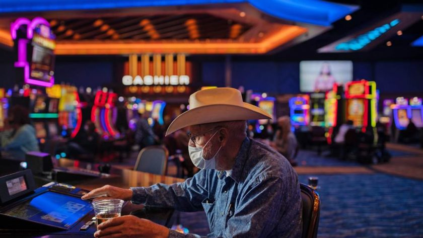 Online Gambling Tricks That No Person Else Learns About
